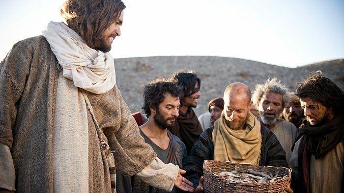 El hijo del hombre y el milagro de los peces y el pan
