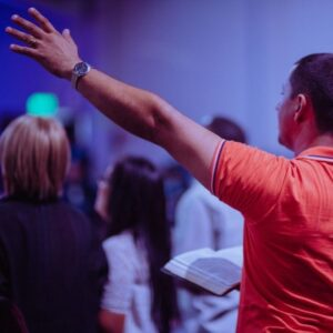 Asistir a la Iglesia a Adorar a Dios